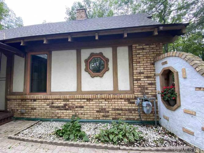 7450 Lake Bluff 19.4 Rd, Gladstone, Michigan 49837, 3 Bedrooms Bedrooms, ,1 BathroomBathrooms,Traditional Single Family,For Sale,Lake Bluff 19.4,1123086